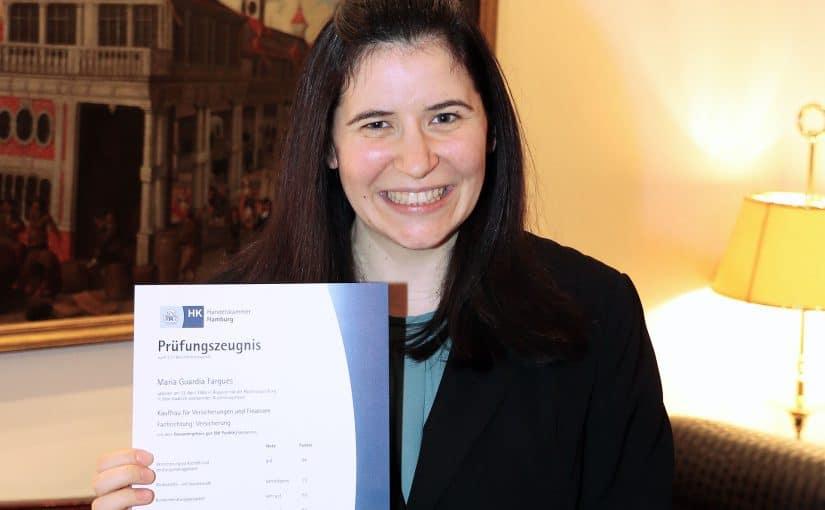 Maria Guardia Fargues mit Abschlusszeugnis