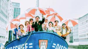 20140405 Das Schiff mit Clowns mit Schirm_klein_stefangroenveld