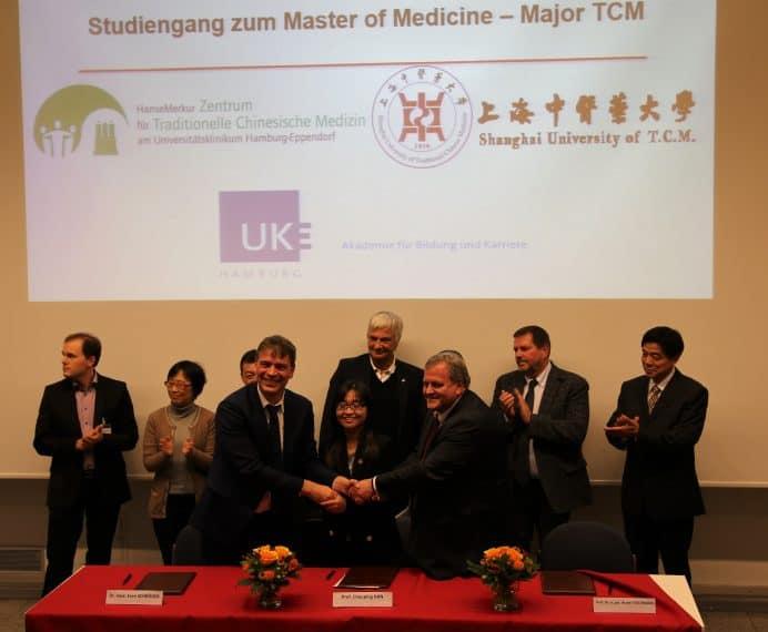 HM_TCM_Vertragsunterzeichnung_Studiengang